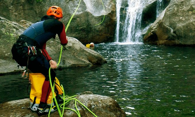 ¿Quiénes somos? técnicos deportivos deportes de montaña y escalada. barranquismo. Turismo Activo