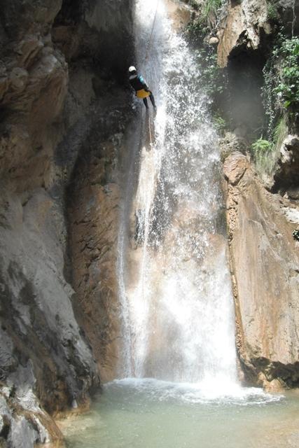 Barranquismo en Lentegi Rapel de 23 metros