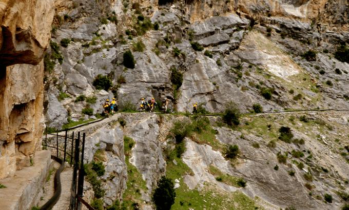 Barranco de Almanchares sendero de ascenso turismo activo