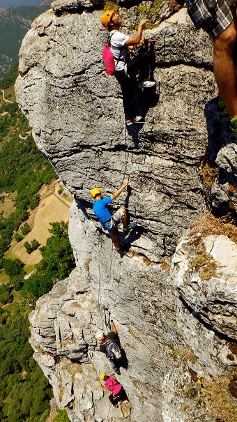 Vía ferrata en roca
