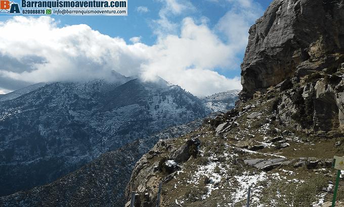 Ruta de senderismo invernal, vistas del pico Torrecilla